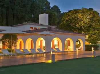 Veja mais detalhes do meio de hospedagem garden hill small resort